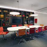 Konferencja Eames Plasic Side chair
